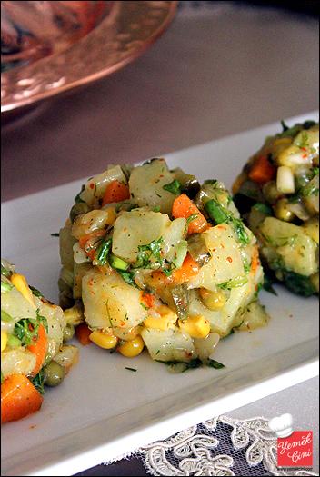 Bezelyeli Porsiyonluk Patates Salatası