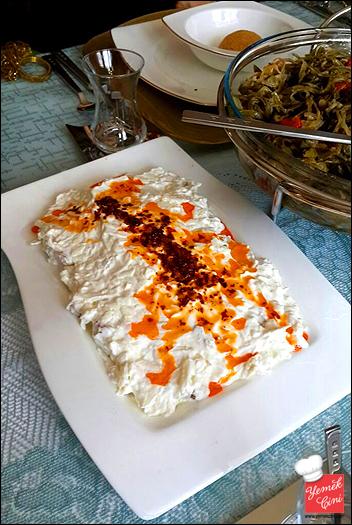 Yoğurtlu & Cevizli Kereviz Salatası