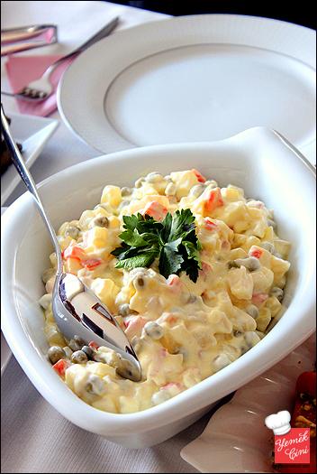 Sebzeli & Yoğurtlu Kereviz Salatası