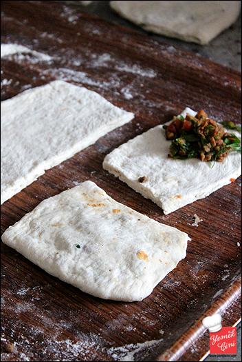 Ekmek Hamurundan Kıymalı Mayalı (Hamur Kızartması)