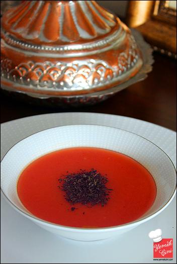 Pervin Teyze'Nin Domates Çorbası