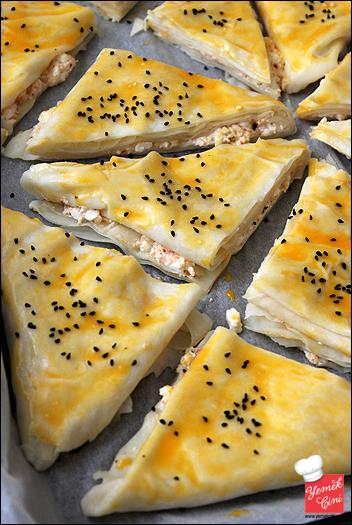 Peynirli Üçgen Börekler