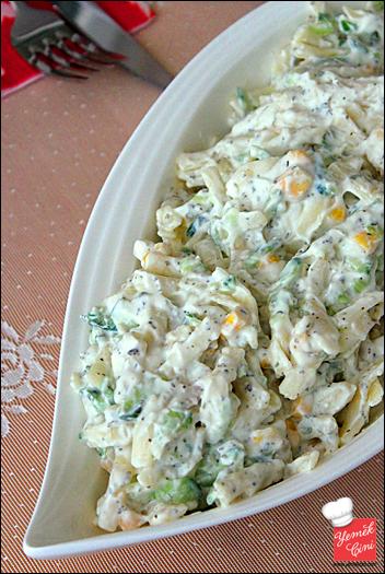 Salatalıklı Erişte Salatası
